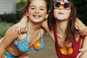 В каком возрасте начинают расти молочные железы у девочек?