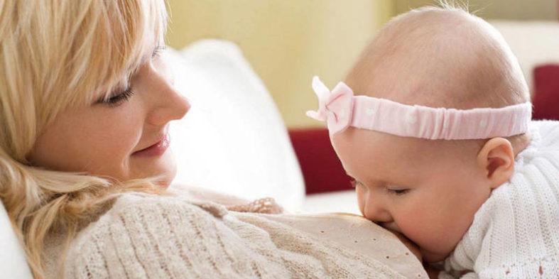 Почему у кормящей мамы болит молочная железа?