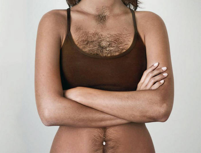 Волосы у женщин на груди